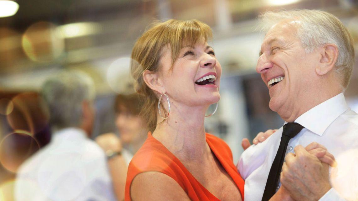 Este resurgimiento da espacio a todas las generaciones: jóvenes de 20 y señoras de 70 bailan bajo el precepto del amor por el ritmo.