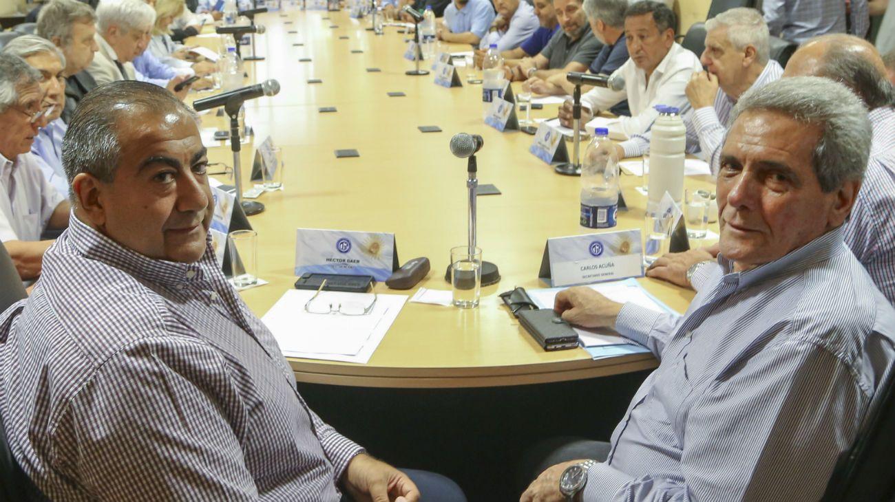 Los secretarios generales de la CGT, Carlos Acuña y Héctor Daer.