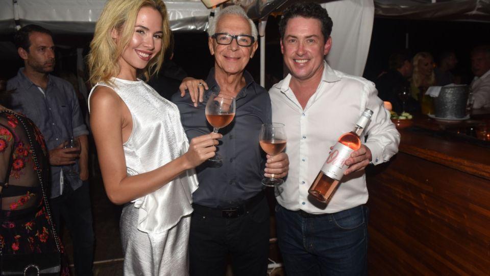 El exembajador de Estados Unidos Noah Mamet, junto a Eduardo Costantini y Elina Fernández