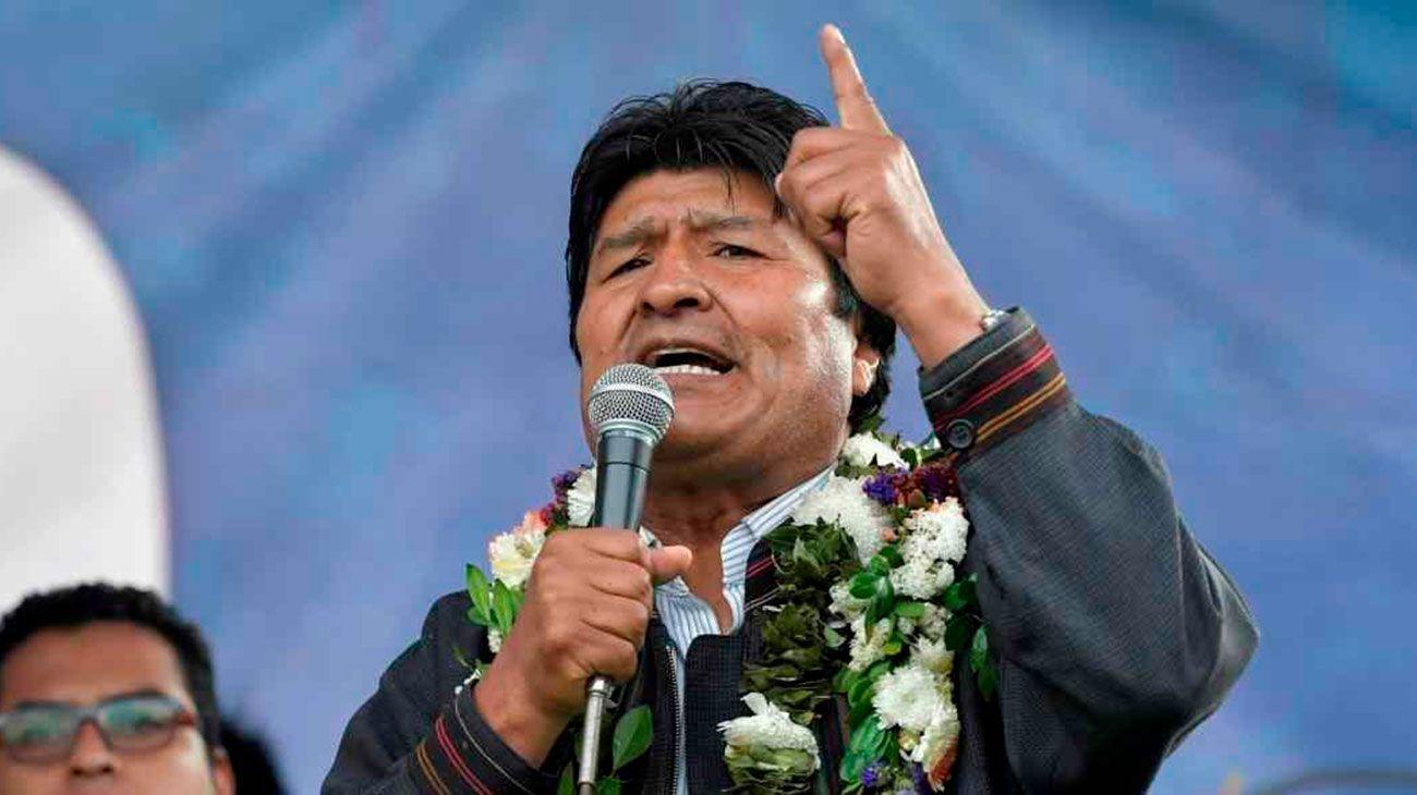 """Evo Morales recibió el 2020 en Argentina y llamó a """"recuperar el proceso de cambio en Bolivia"""""""