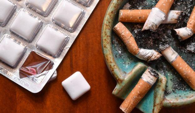 La efectividad de un parche o un chicle de nicotina como sustitutivo del tabaco depende del hábito del fumador.