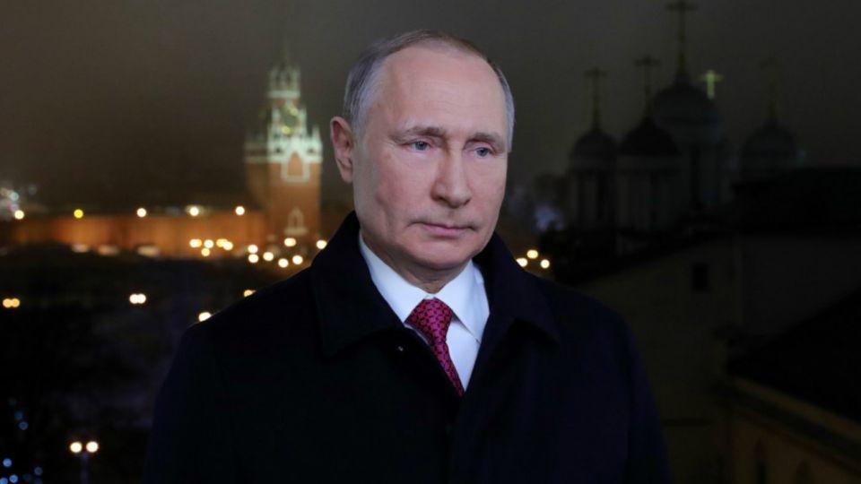 El 31 de diciembre de 1999 Boris Yeltsin renunció con una sorprendente elección sobre quién seríasu sucesor:el exdirector del servicio de seguridad nacional.