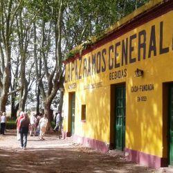 Desde la ciudad de Roque Pérez parten un par de circuitos hacia los cercanos pueblos.