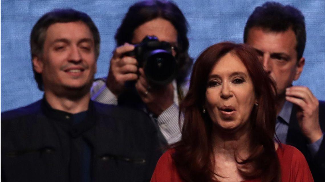 Máximo Kirchner (background, left) and Cristina Fernández de Kirchner.