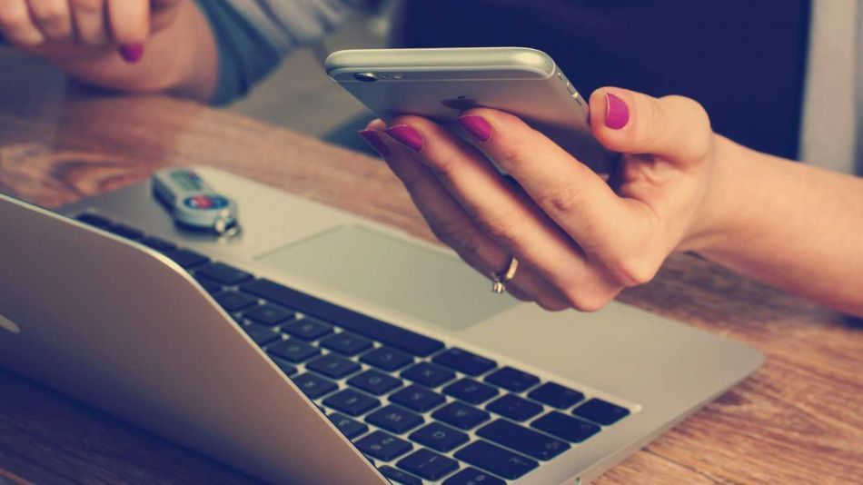 Marketing digital computadora trabajando