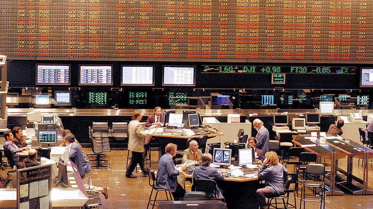 Instrumentos. Un mercado robusto permite captar ahorro e invertir excedentes monetarios, según la autora.