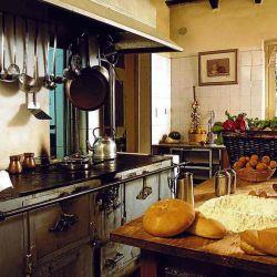 La coqueta cocina del hotel Loma Bola.