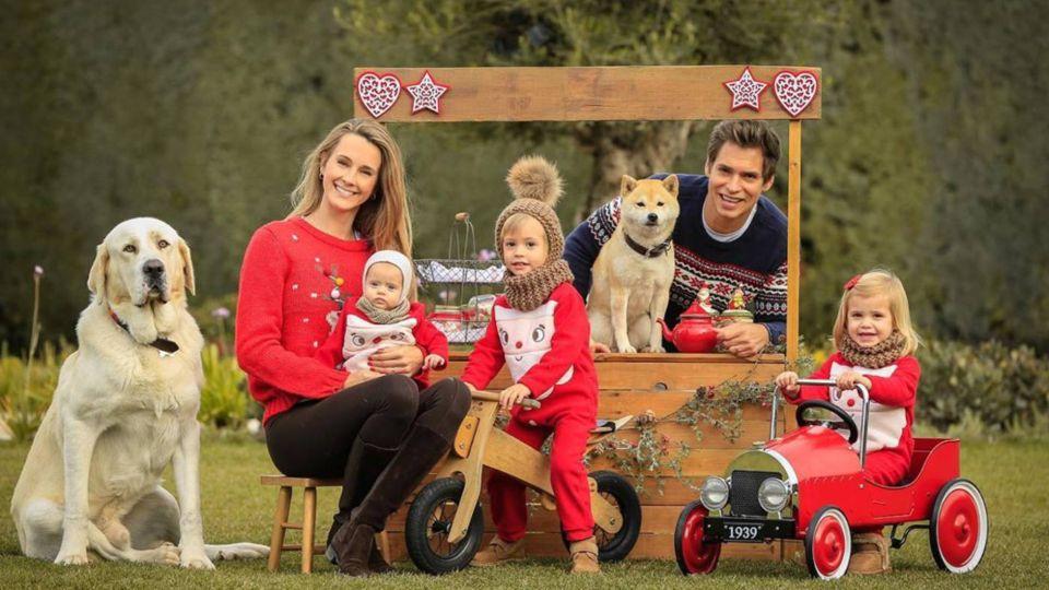 Carlos Baute celebró los 5 meses de su hija Alisse con su familia vestida en composé