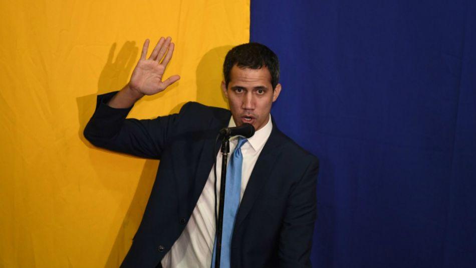 Guaidó es proclamado presidente por la asamblea paralela