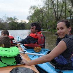 Durante la navegación tanto los adultos como los jóvenes deberán colocarse el chaleco salvavidas.