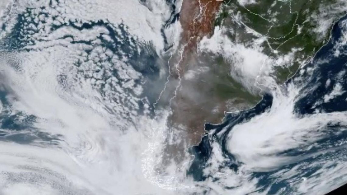 "The Argentine Meteorological Service published satellite images of the cloud saying it had been ""transported by frontal systems that move from west to east."""