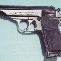 Ya en la segunda entrega de la zaga, De Rusia con amor, Sean Connery empuña una Walther PPK. El arma original del film también fue subastada.