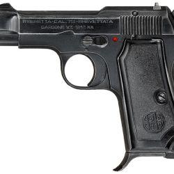 La Beretta Modelo 1934/35 que según los productores Bond prefería a la Walther por su menor tamaño, cuando en realidad es más voluminosa y pesada.