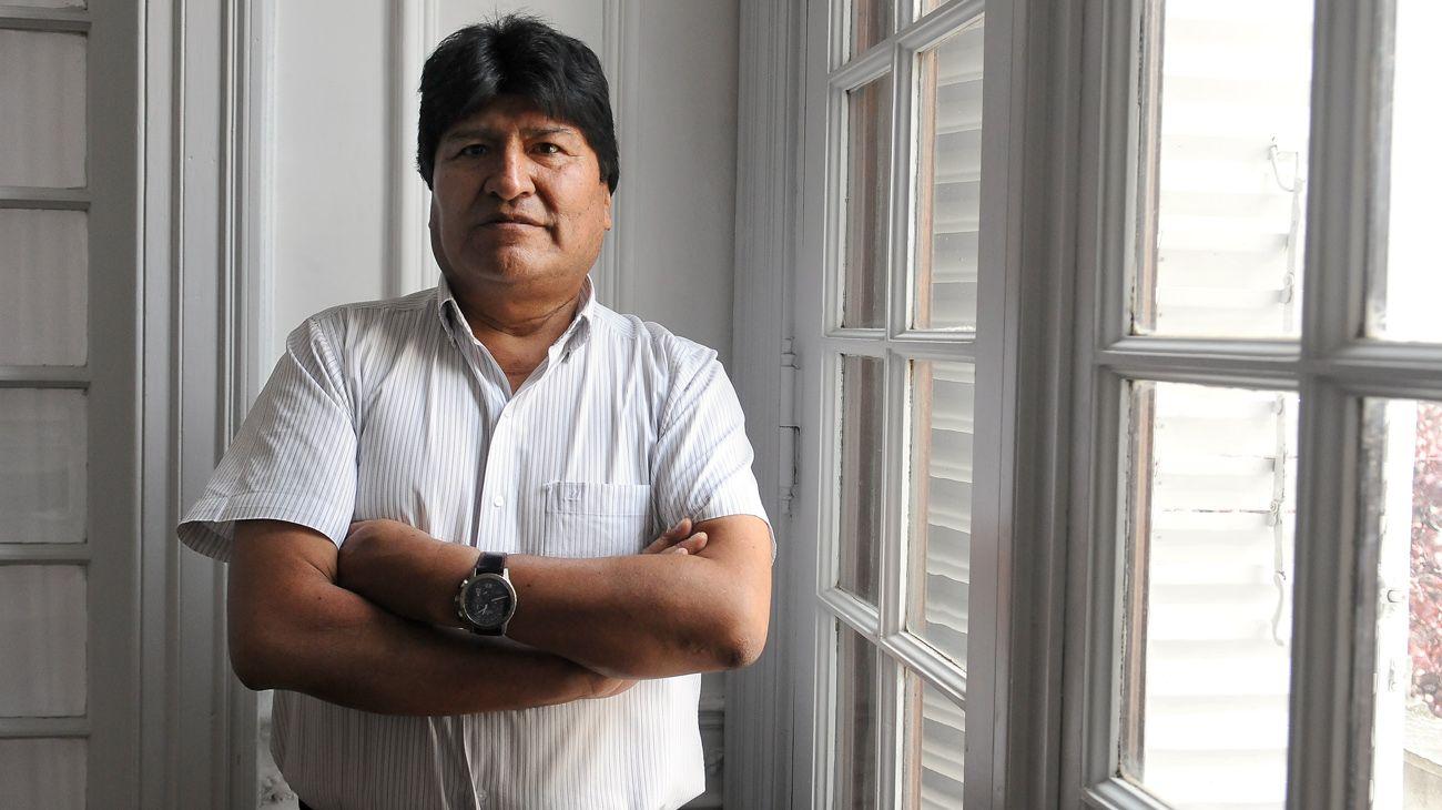 """Evo Morales dice que su inhabilitación como candidato es """"golpe a la democracia"""""""