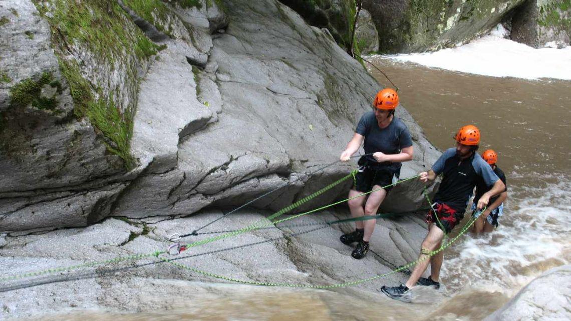 Canyoning, un exigente trekking pasado por agua