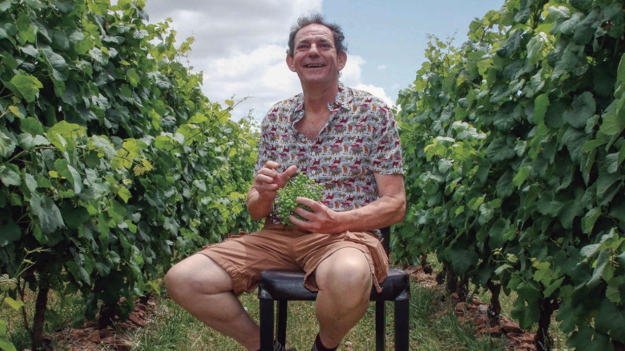 ENTORNO IDEAL. Las viñas de la Bodega Bouza ofrecen un bucólico paisaje que ejerce de escenario soñado para la puesta en escena gastronómica del chef. | Foto:Fotos: Gastón Britos / Foco Uy.