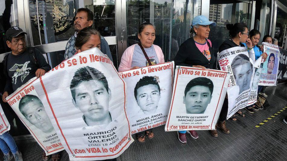 México. Archivo. Padres de los estudiantes desaparecidos en Ayotzinapa.