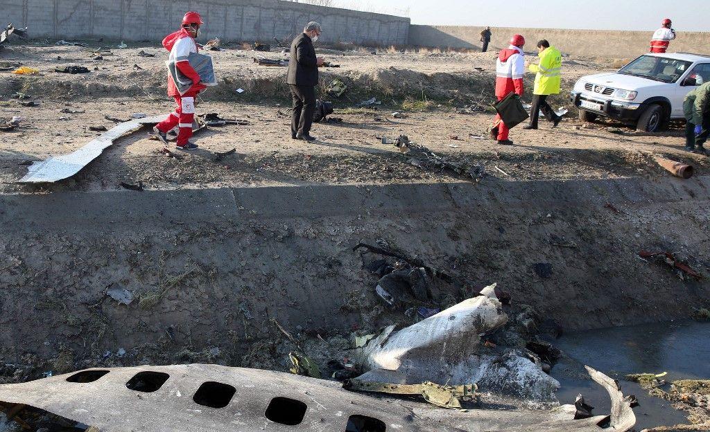 Una aeronave de Ukranie International Airlines se precipitó a tierra en Teherán, causando la muerte de las 176 personas a bordo. Ocurrió poco después de la descarga de misiles contra bases de EEUU en Irak. Al parecer no hay relación.