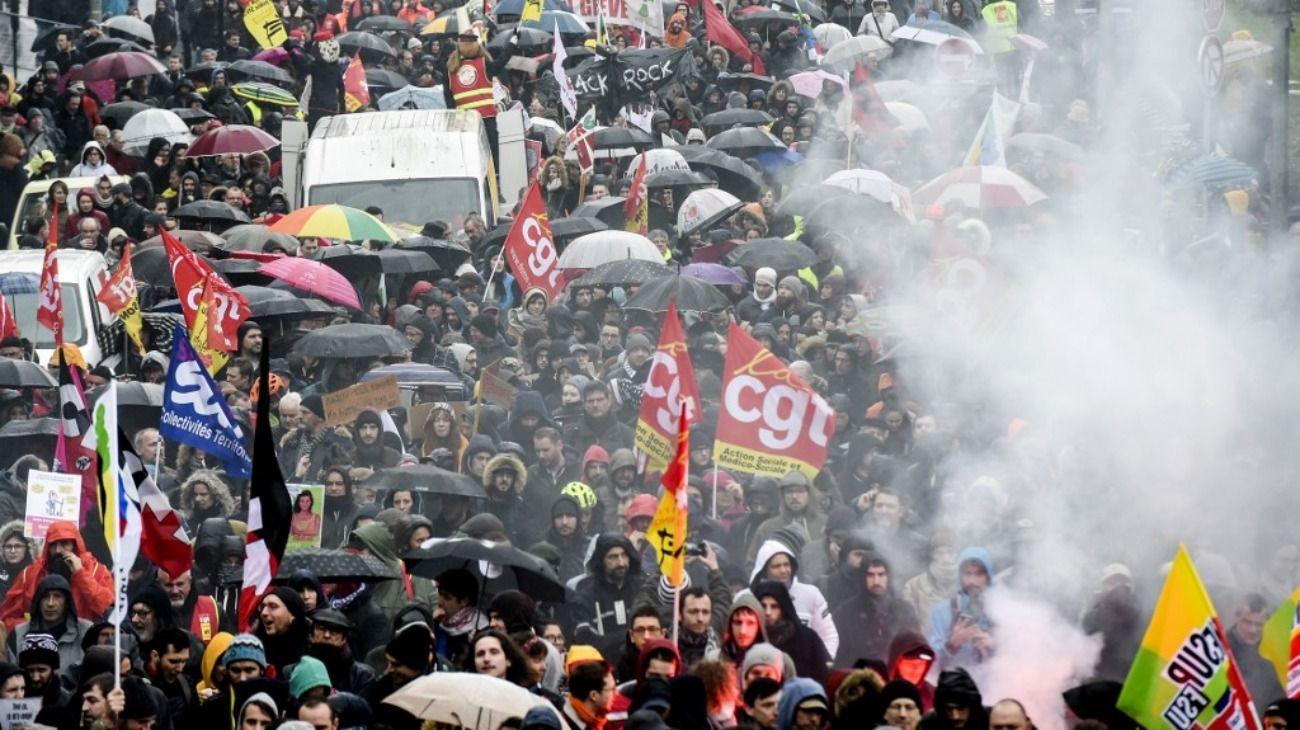Paro y protestas en Francia: reclaman que Macron de marcha atrás con la reforma previsional