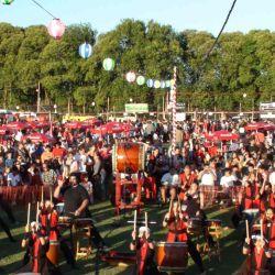 Cada año el Bon Odori ofrece shows musicales y diferentes stands de comida e indumentaria.
