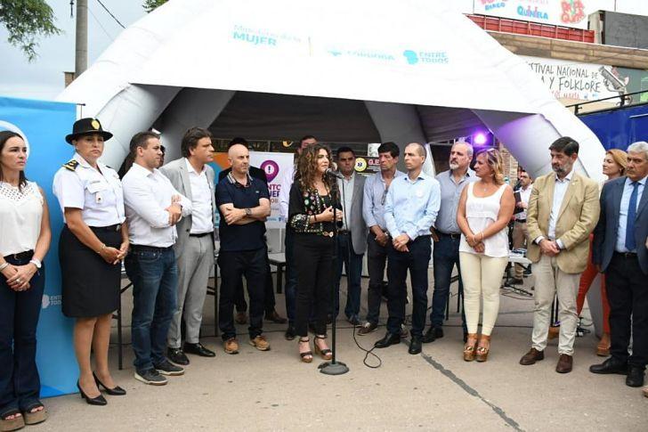 Fue notable la presencia de la ministra de la mujer, Claudia Martínez, durante la apertura del Festival para presentar un espacio de asistencia a víctimas de violencia de género, con el aval de otras dependencias del ejecutivo y del poder judicial.