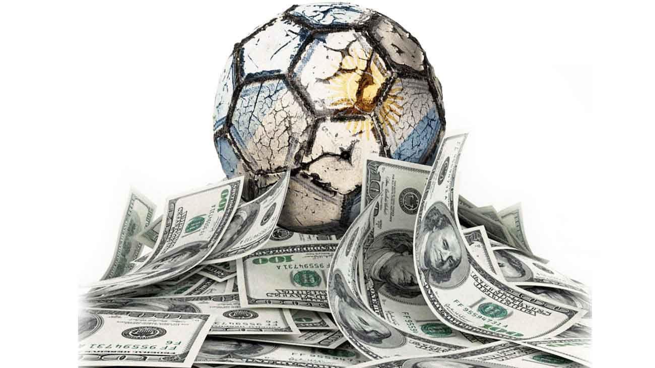 """Como pasa con el """"blue"""", el """"solidario"""" y todos los demás, los vaivenes en la cotización de la moneda estadounidense también inciden en el fútbol argentino."""