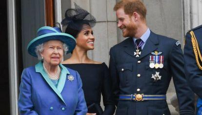 La reina y el príncipe Harry con Meghan Markle en la celebración de su cumpleaños.