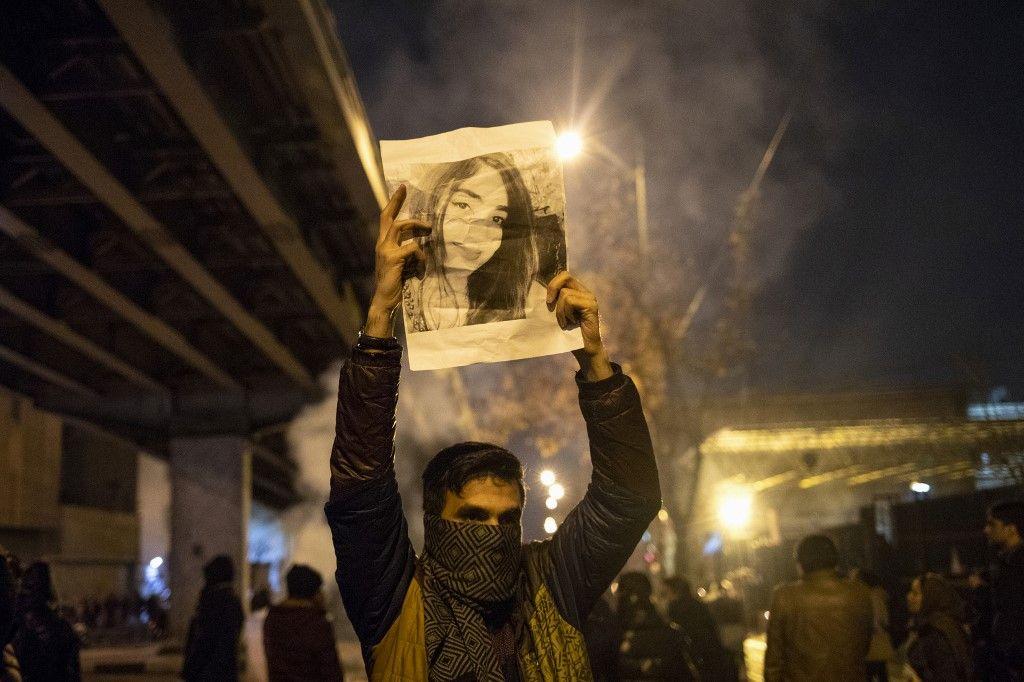 """""""¡Muerte al dictador!"""" Preguntas y respuestas sobre la crisis en Irán"""