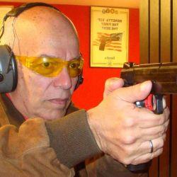 El aprender a disparar bien es relativamente sencillo, si se cuenta con un instructor que lo introduzca a uno en el tiro deportivo.