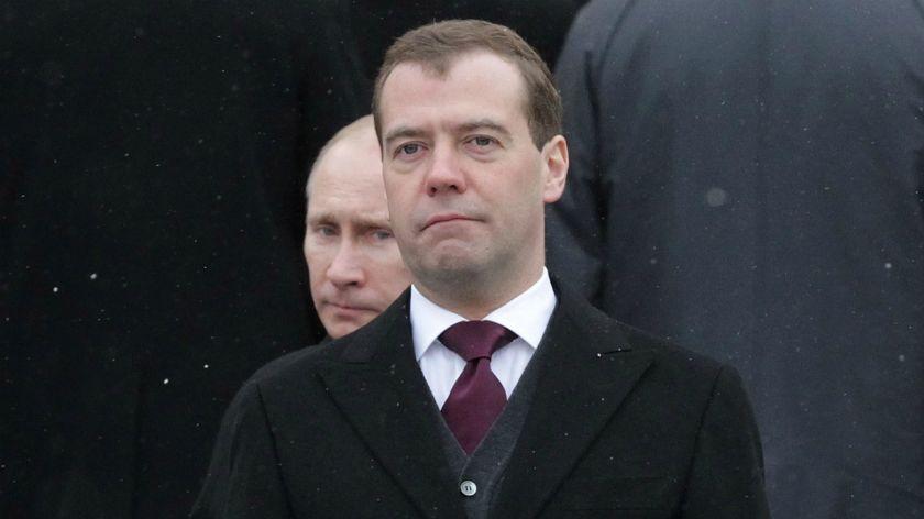 Renuncia el primer ministro de Rusia Dmitry Medvedev, estrecho aliado de Putin
