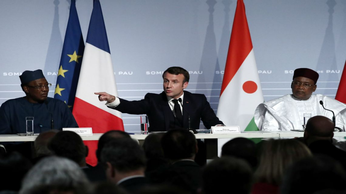 French President Emmanuel Macron, center, flanked by Niger President Mahamadou Issoufou right and Chad's President Idriss Deby left speaks during a press conference following the G5 Sahel summit in Pau, southwestern France, Monday Jan.13, 2020.