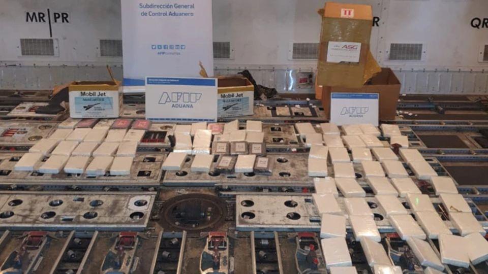 Secuestraron más de 80 kilos de cocaína de un avión que partía de Ezeiza a Amsterdam.