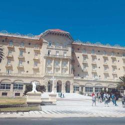 El Hotel Argentino se destaca por su imponente arquitectura.