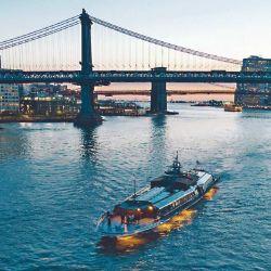 El crucero Bateaux permite apreciar la ciudad de noche desde el río Hudson.