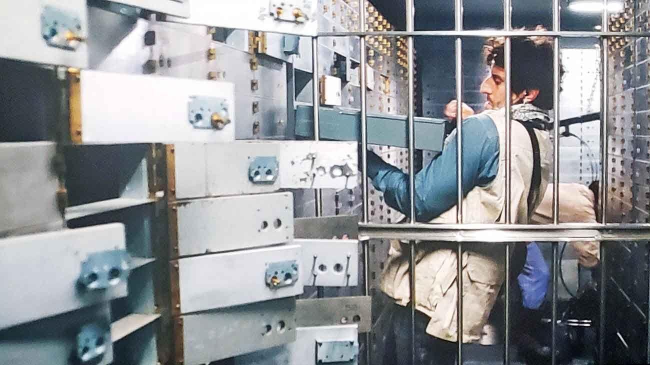 Saqueo. Diego Peretti interpreta a Fernando Araujo, el cerebro del plan, en el film que se estrenó el jueves pasado. La banda utilizó una herramienta hidráulica para violentar 145 cajas.