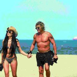 Espiá las íntimas vacaciones esteñas de Claudio Caniggia y su mujer, Sofía Bonelli