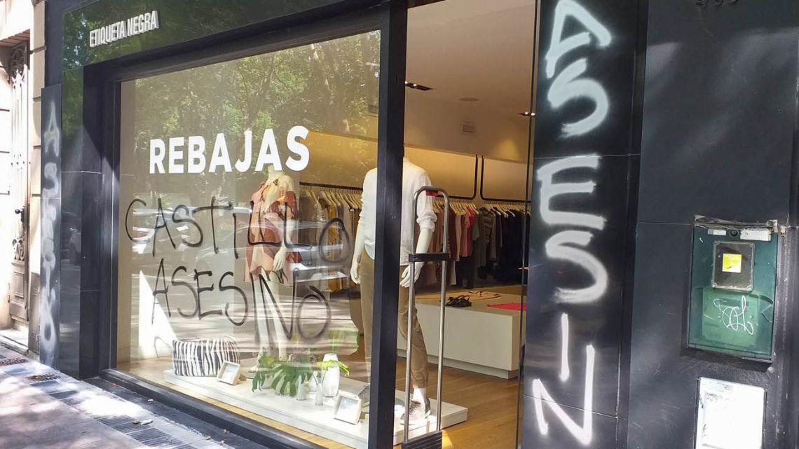 """An """"Etiqueta Negra"""" store."""