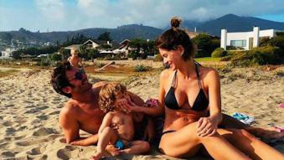 Las fotos de la China Suárez en la playa con Vicuña