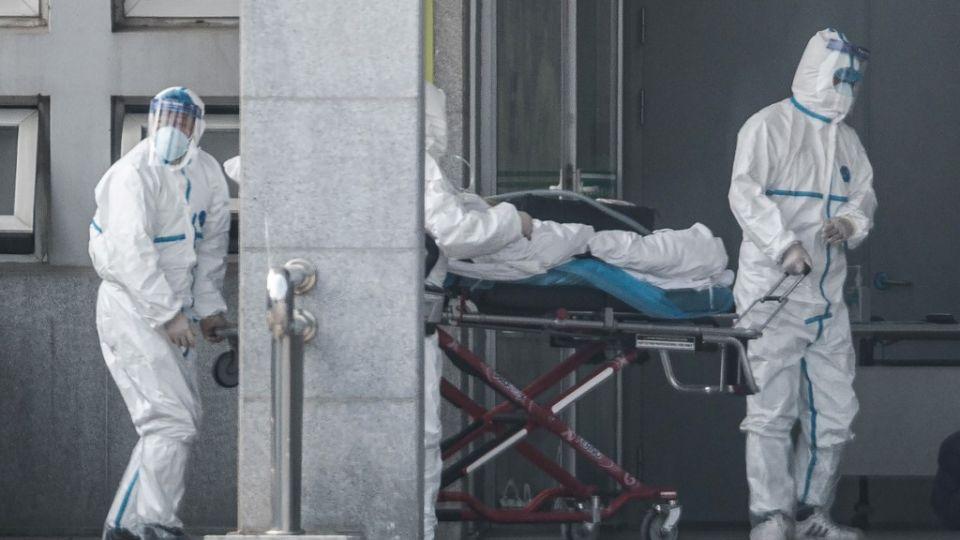 Científicos del Centro MRC para el Análisis Global de Enfermedades Infecciosas en el Imperial College de Londres advirtieron en un artículo publicado el viernes que el número de casos probablemente se acercaría a 1.700, muy por encima del número anunciado oficialmente.