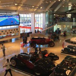 El museo ofrece visitas guiadas y simuladores de manejo para todas las edades.
