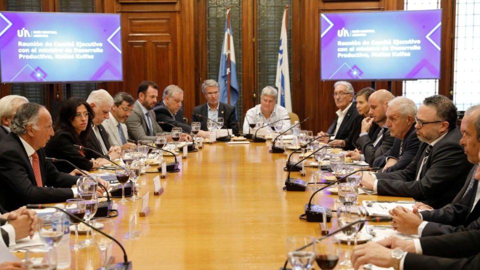 La reunión entre la cúpula de la UIA y el Ministerio de Desarrollo Productivo, encabezado por Matías Kulfas.