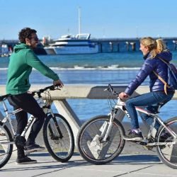 La rambla de la costa es ideal para andar en bicicleta, skate o rollers.
