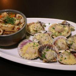 Existe una oferta de productos locales que hacen de los platos verdaderos manjares sureños.