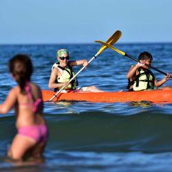 Se pueden alquilar kayaks durante todo el año sin necesidad de tener experiencia previa.