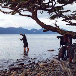 A lo largo del recorrido podemos aprovechar para disfrutar de un poco de pesca.