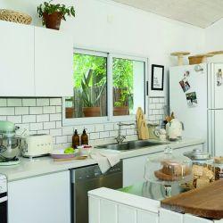 La cocina ganó encanto con sus múltiples detalles vintage