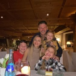 Espía las vacaciones en la nieve de Austria de Evangelina Anderson y su familia