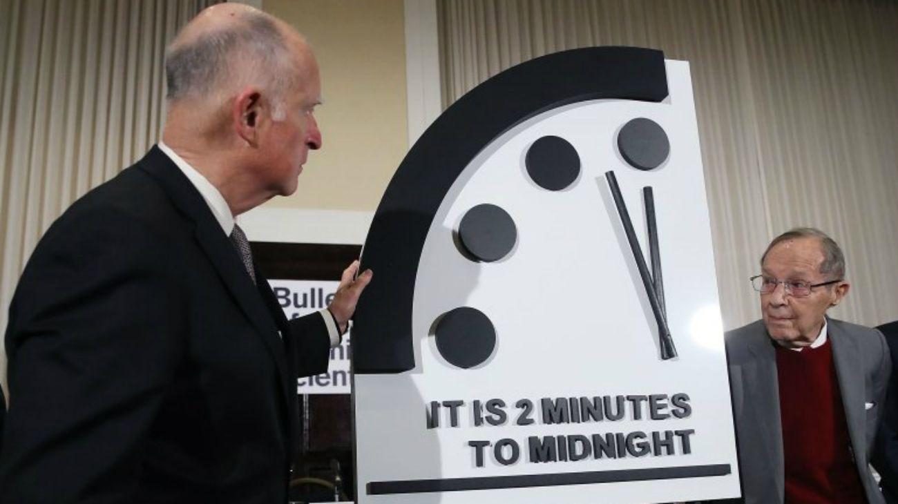 """El """"Reloj del Juicio Final"""" es indicador reconocido internacionalmente que marca la vulnerabilidad del mundo a la catástrofe causada por armas nucleares, el cambio climático y las tecnologías disruptivas."""