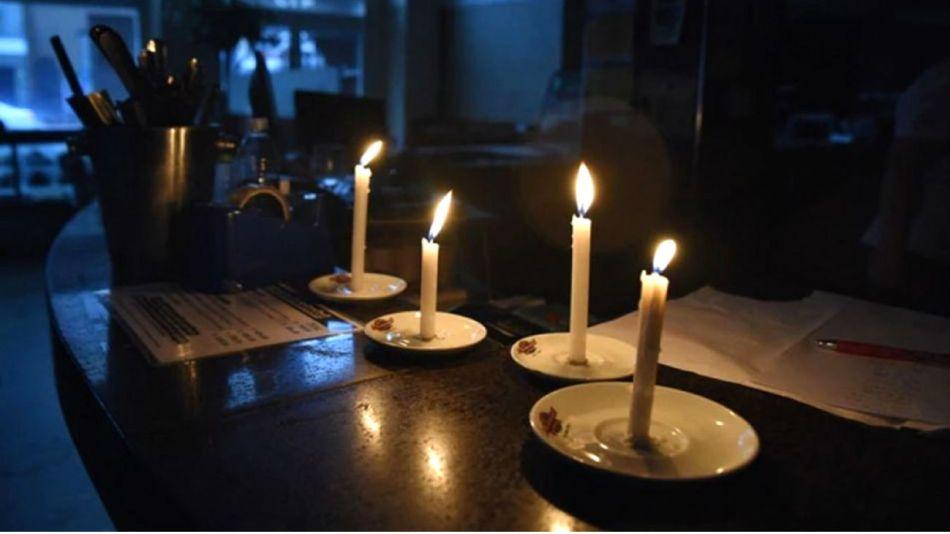 Algunos usuarios en las redes sociales reportaron que los cortes de luz empezaron el domingo.
