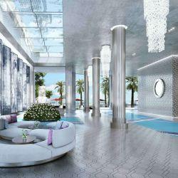 Su firma en el lobby de The Estates at Aqualina, en Miami